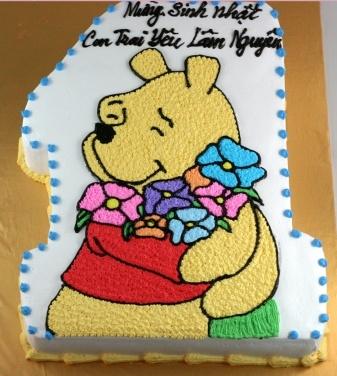 Bánh gấu pooh ôm hoa mã B215